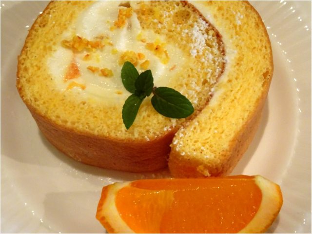 屋久島のタンカンのロールケーキ