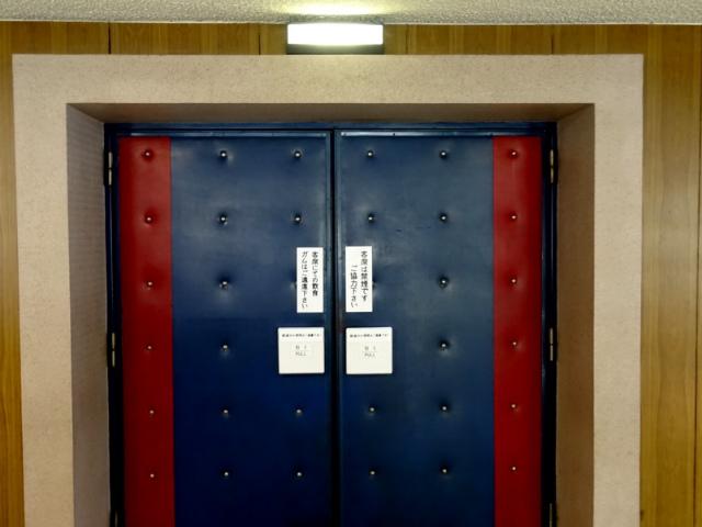 ホール入り口