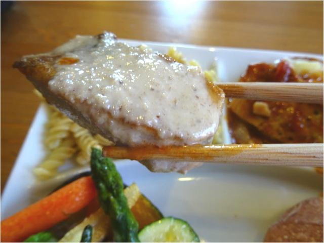 白身魚のポワレ特製シャンピニオンソース
