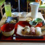 蔵造りの建物で冷んやり緑茶に和膳とスィーツでほっと一息〜WAWA〜